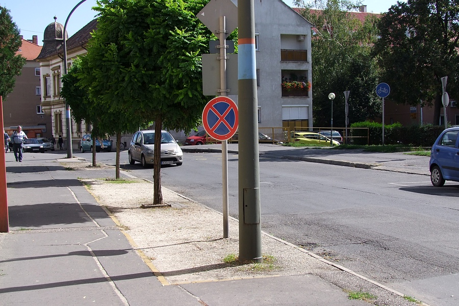 megállni tilos (2)